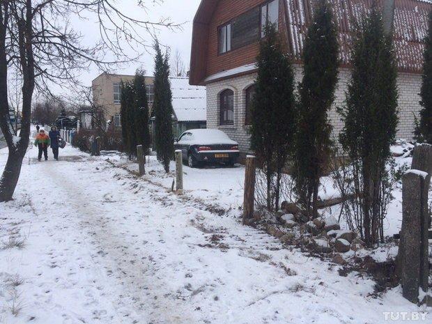 В Полоцке у жителей частного сектора коммунальщики сняли заборы. Люди негодуют (фото) - фото 2
