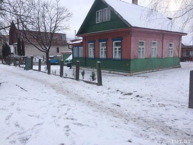 В Полоцке у жителей частного сектора коммунальщики сняли заборы. Люди негодуют (фото) - фото 3