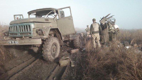 Под Мариуполем подорвался грузовик с военными (ФОТО) (фото) - фото 1