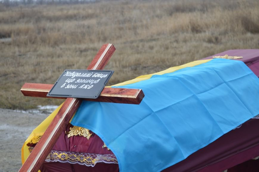 На запорожском кладбище похоронили последнего солдата, погибшего под Иловайском, - ФОТО, ВИДЕО, фото-6