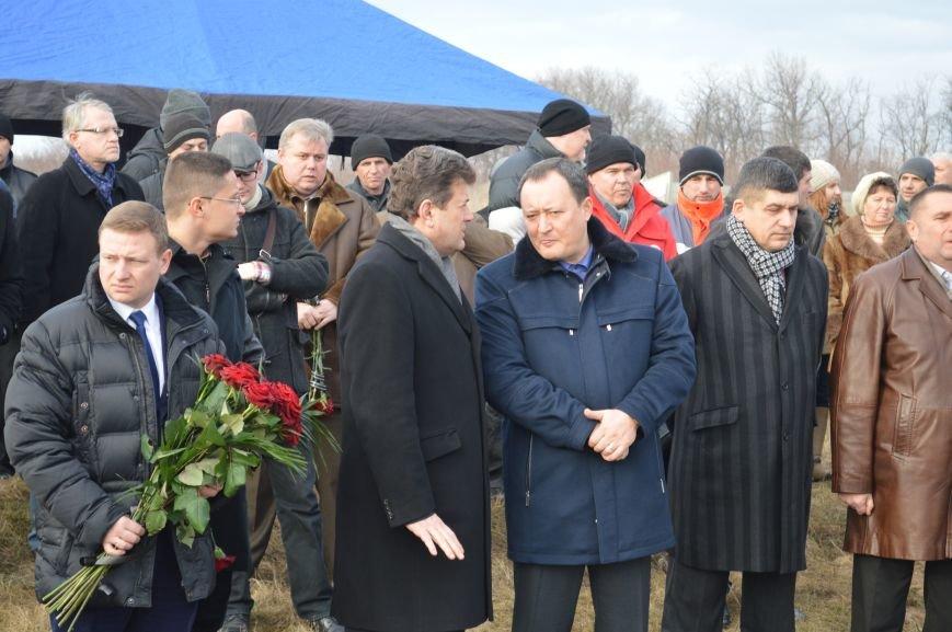На запорожском кладбище похоронили последнего солдата, погибшего под Иловайском, - ФОТО, ВИДЕО, фото-9
