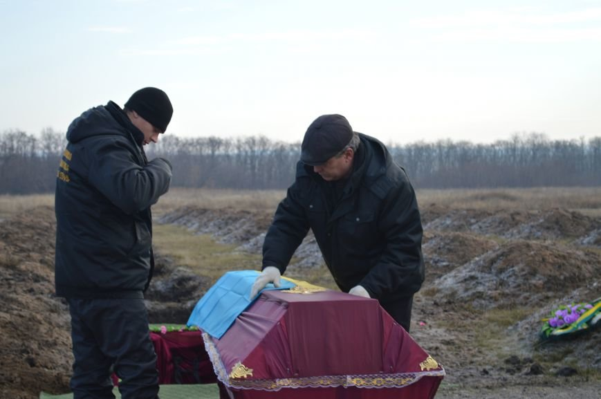 На запорожском кладбище похоронили последнего солдата, погибшего под Иловайском, - ФОТО, ВИДЕО, фото-3