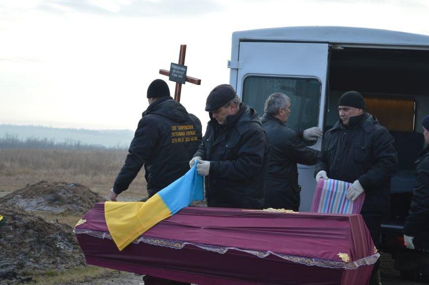 На запорожском кладбище похоронили последнего солдата, погибшего под Иловайском, - ФОТО, ВИДЕО, фото-2