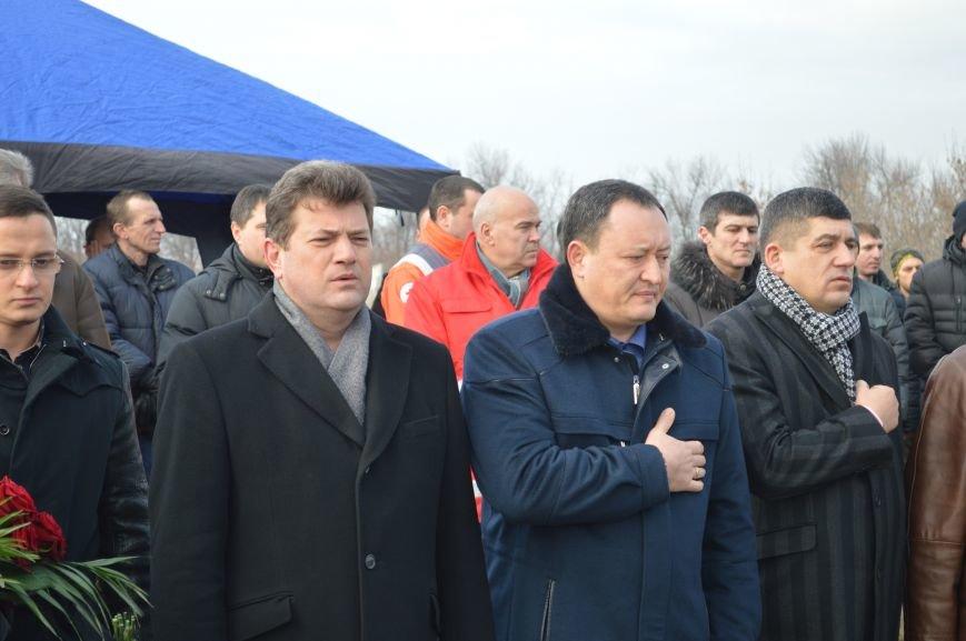 На запорожском кладбище похоронили последнего солдата, погибшего под Иловайском, - ФОТО, ВИДЕО, фото-11