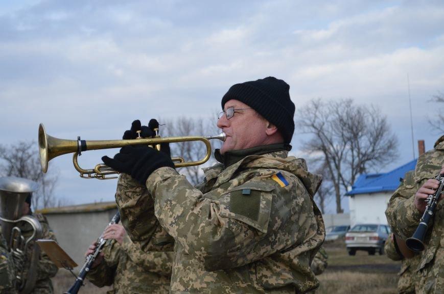 На запорожском кладбище похоронили последнего солдата, погибшего под Иловайском, - ФОТО, ВИДЕО, фото-10