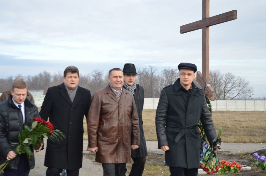 На запорожском кладбище похоронили последнего солдата, погибшего под Иловайском, - ФОТО, ВИДЕО, фото-8