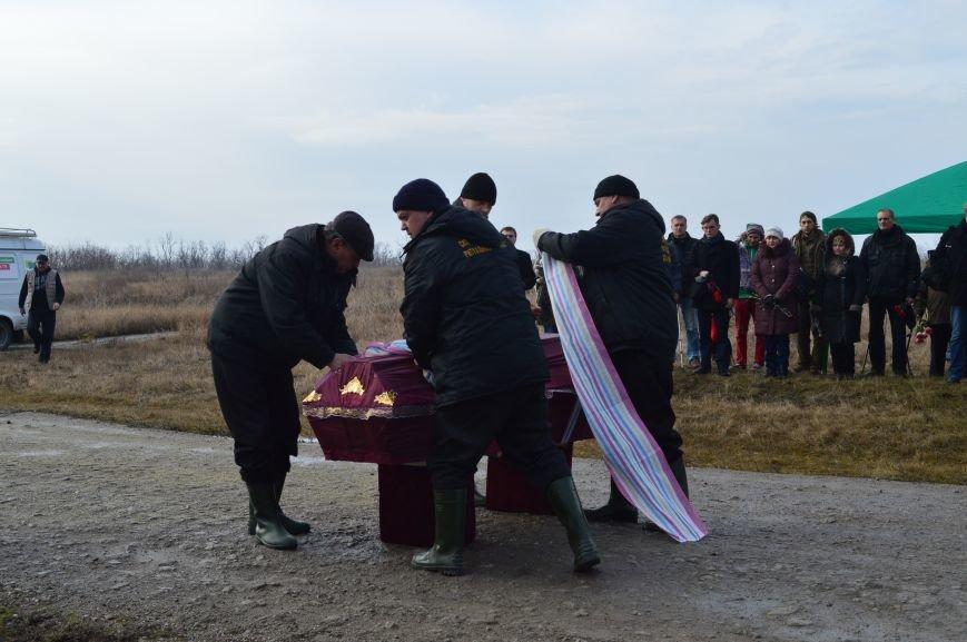 На запорожском кладбище похоронили последнего солдата, погибшего под Иловайском, - ФОТО, ВИДЕО, фото-13