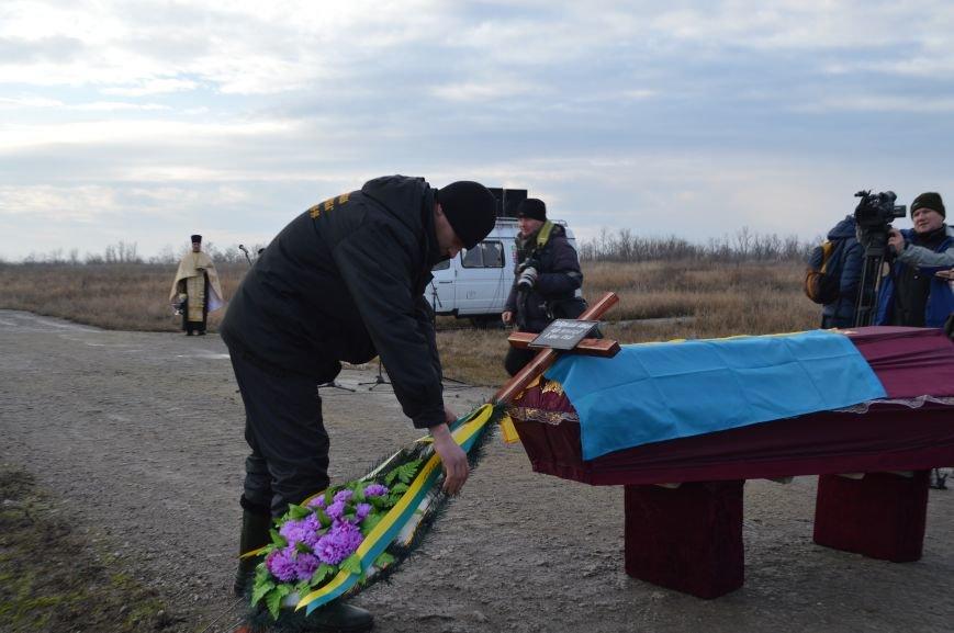 На запорожском кладбище похоронили последнего солдата, погибшего под Иловайском, - ФОТО, ВИДЕО, фото-5