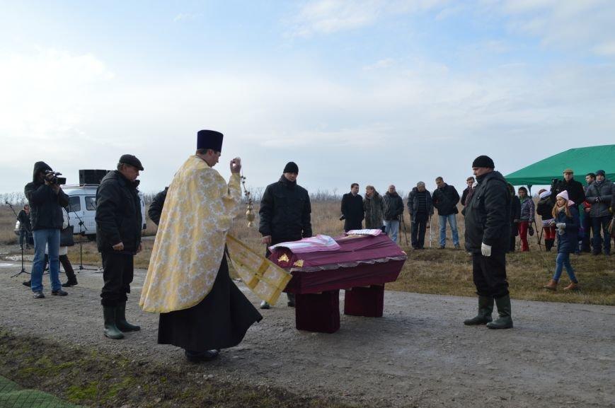 На запорожском кладбище похоронили последнего солдата, погибшего под Иловайском, - ФОТО, ВИДЕО, фото-12