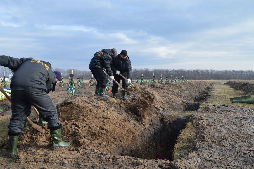 На запорожском кладбище похоронили последнего солдата, погибшего под Иловайском, - ФОТО, ВИДЕО, фото-14