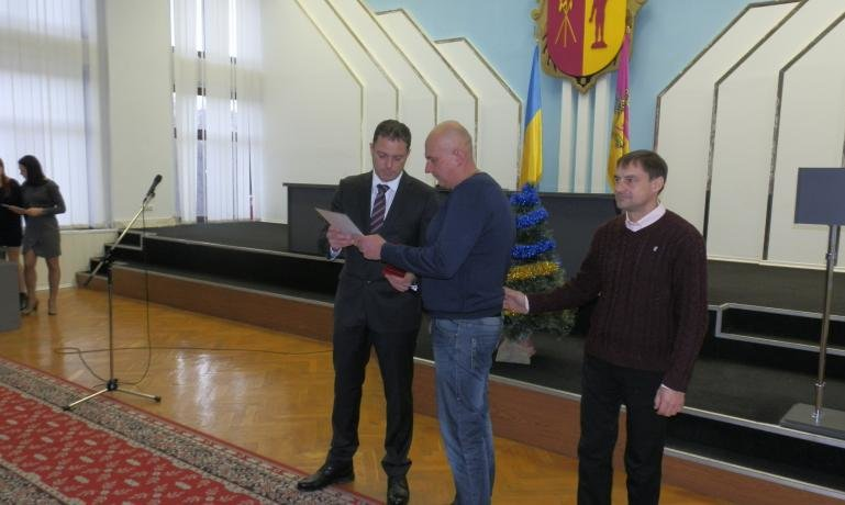В Днепродзержинске наградили волонтеров (фото) - фото 1
