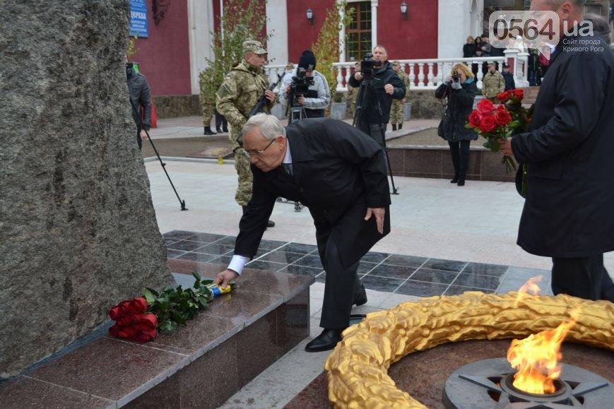 Криворожанин выяснил, сколько гвоздик и роз можно купить за 13,5 тысяч гривен бюджетных средств (фото) - фото 2