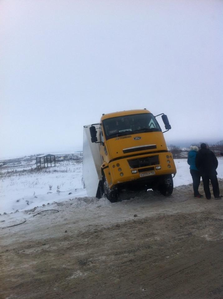 Под Ульяновском грузовик упал в кювет, фото-1