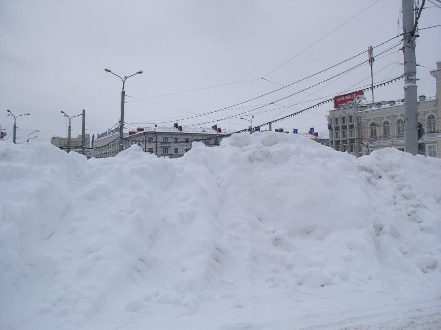 снежная гора на площади свободы