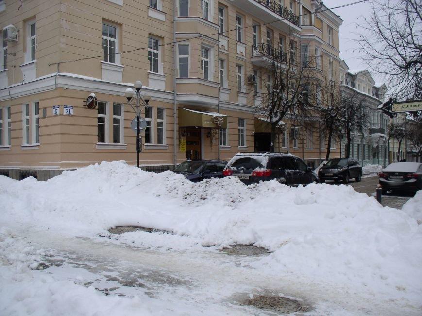 «Даниэлла» оставила в Витебске снежные холмы, которые не спешат убирать (фото) - фото 7