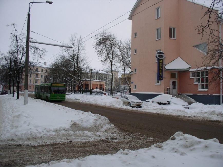 «Даниэлла» оставила в Витебске снежные холмы, которые не спешат убирать (фото) - фото 4