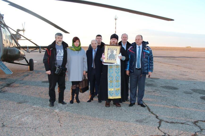 Священники с иконой Божией Матери облетели Симферополь на вертолете (ФОТО) (фото) - фото 1