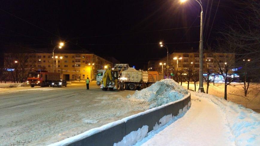 Ночью  в Твери  на уборку снега вышло 98 единиц техники (фото) - фото 1
