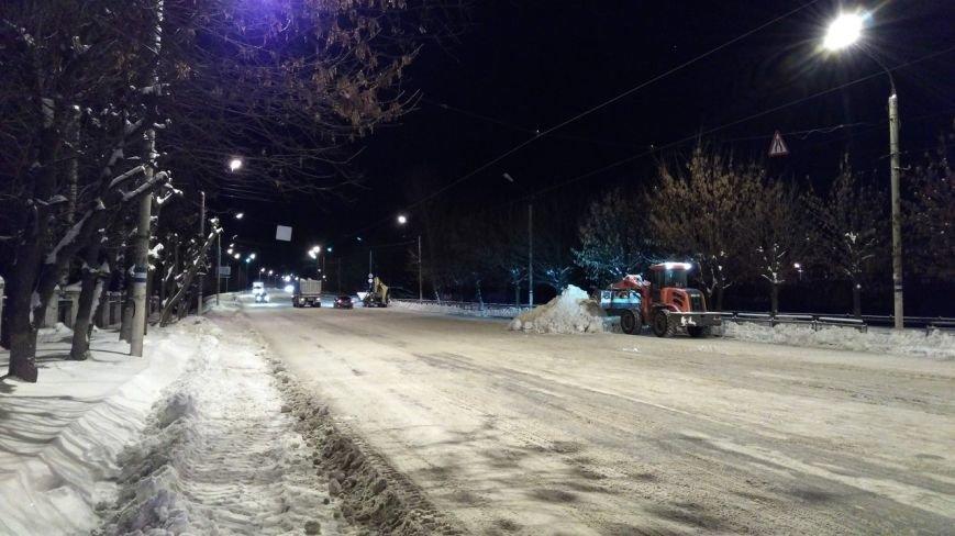 Ночью  в Твери  на уборку снега вышло 98 единиц техники (фото) - фото 4