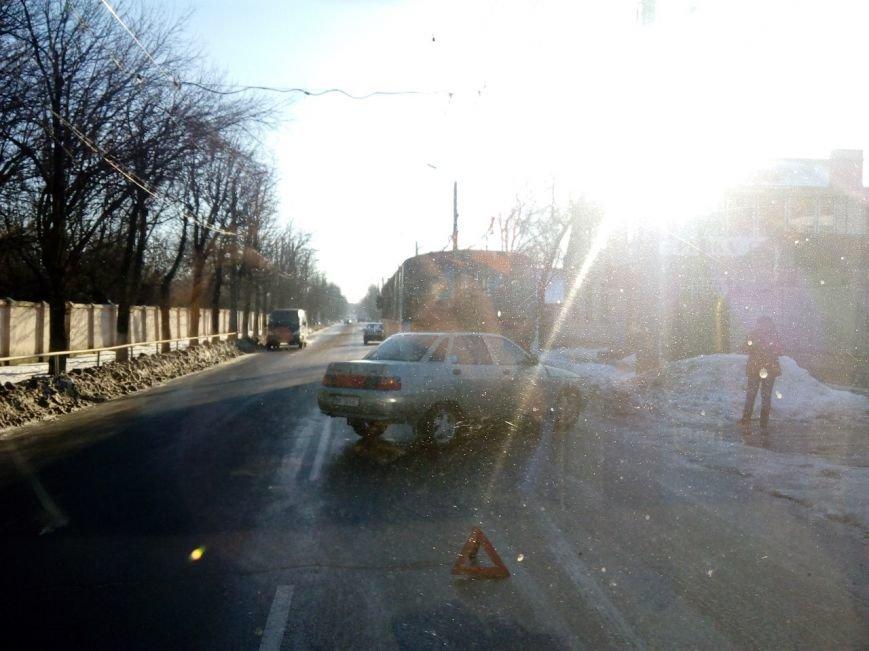 ДТП в Кировограде: автомобиль врезался в троллейбус (ФОТО) (фото) - фото 1