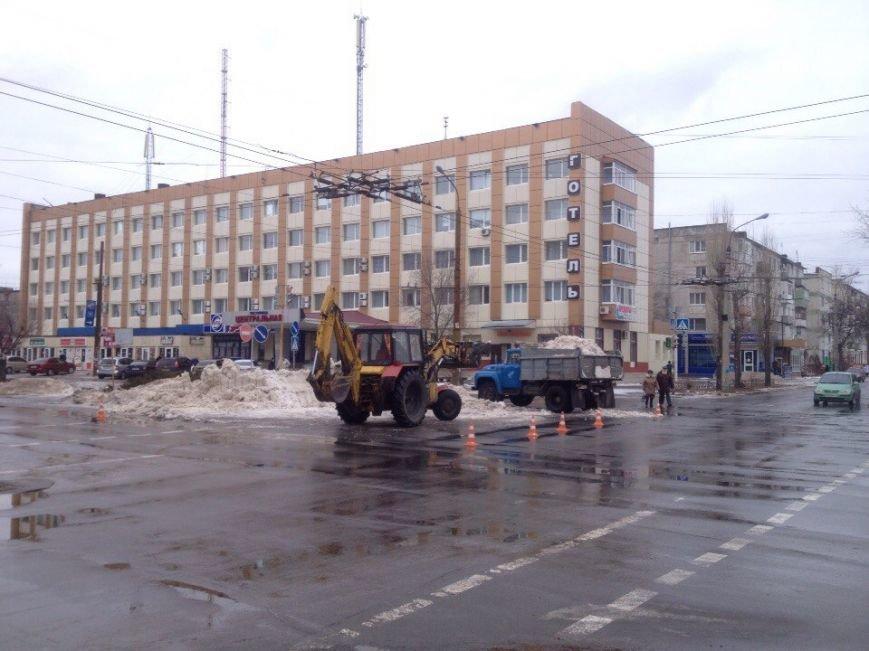 В Северодонецке коммунальщики разгребают снежные завалы (ФОТО) (фото) - фото 1