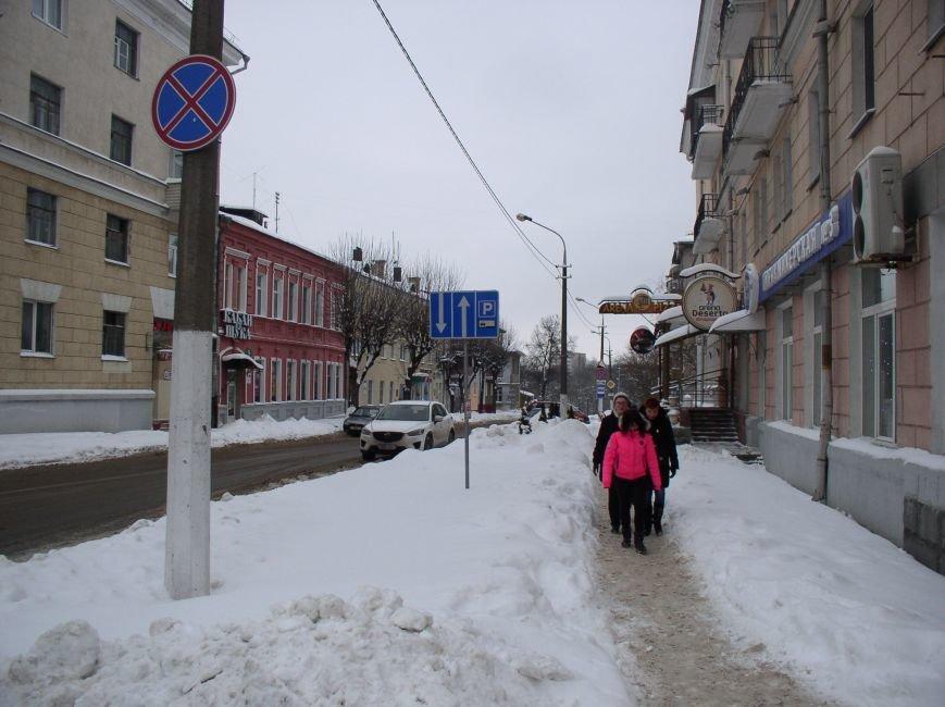 «Даниэлла» оставила в Витебске снежные холмы, которые не спешат убирать (фото) - фото 8