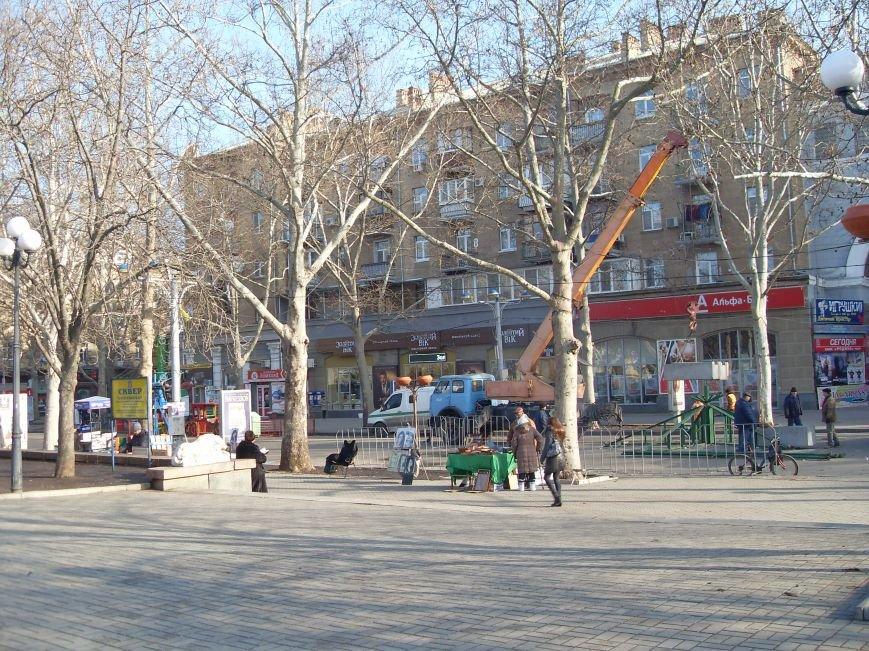 Праздники закончились: в Николаеве демонтировали главную елку города (ФОТОФАКТ) (фото) - фото 6