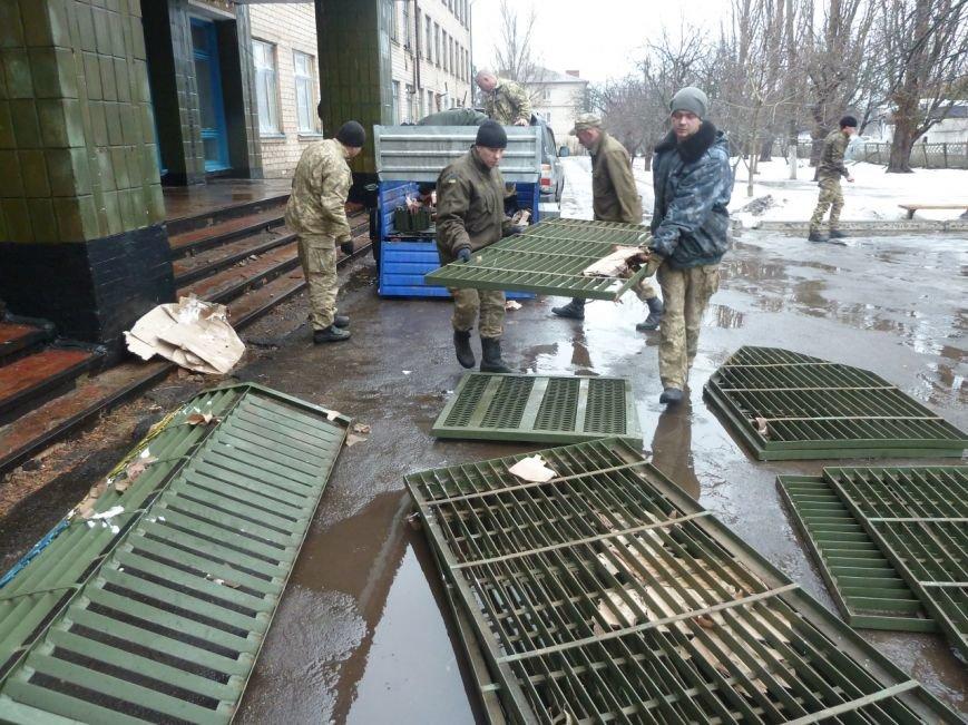 Николаев отправил гуманитарку защитникам Мариуполя (ФОТО) (фото) - фото 1
