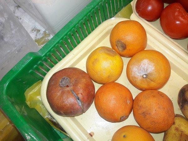 Тернополянам в магазині продають гнилі фрукти та овочі (фото) (фото) - фото 1