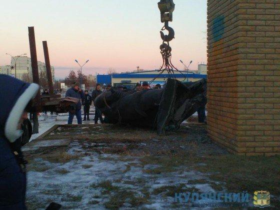Под Харьковом демонтировали два памятника Ленину (ФОТО), фото-1