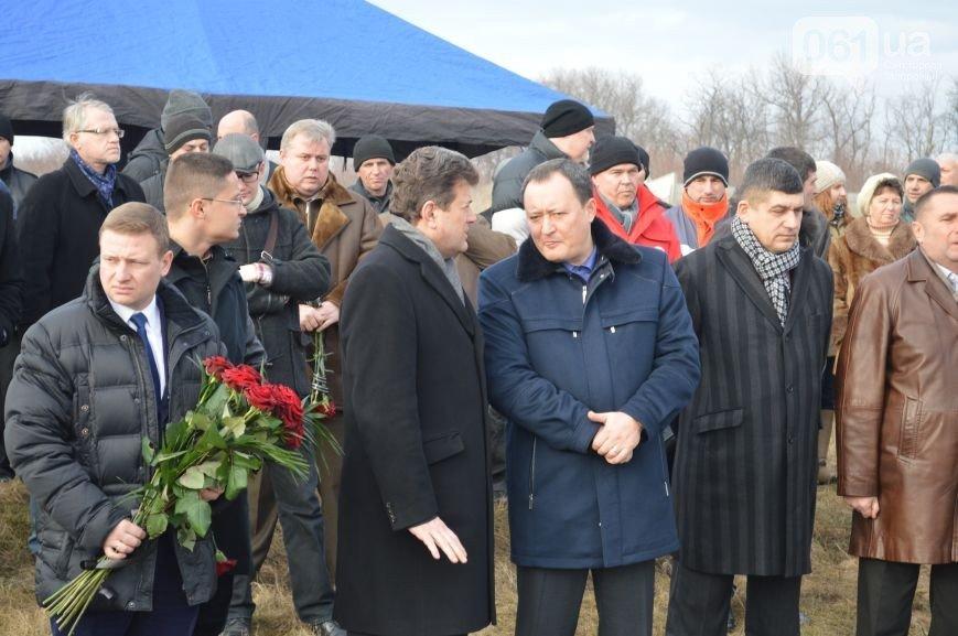 Последний из солдат, погибших под Иловайском, похоронен на Кушугумском кладбище (фото) - фото 5