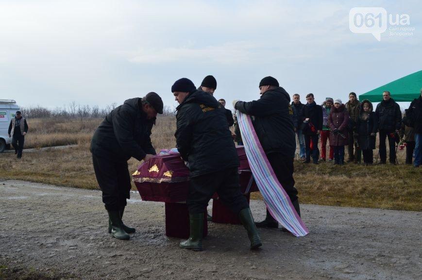 Последний из солдат, погибших под Иловайском, похоронен на Кушугумском кладбище (фото) - фото 8