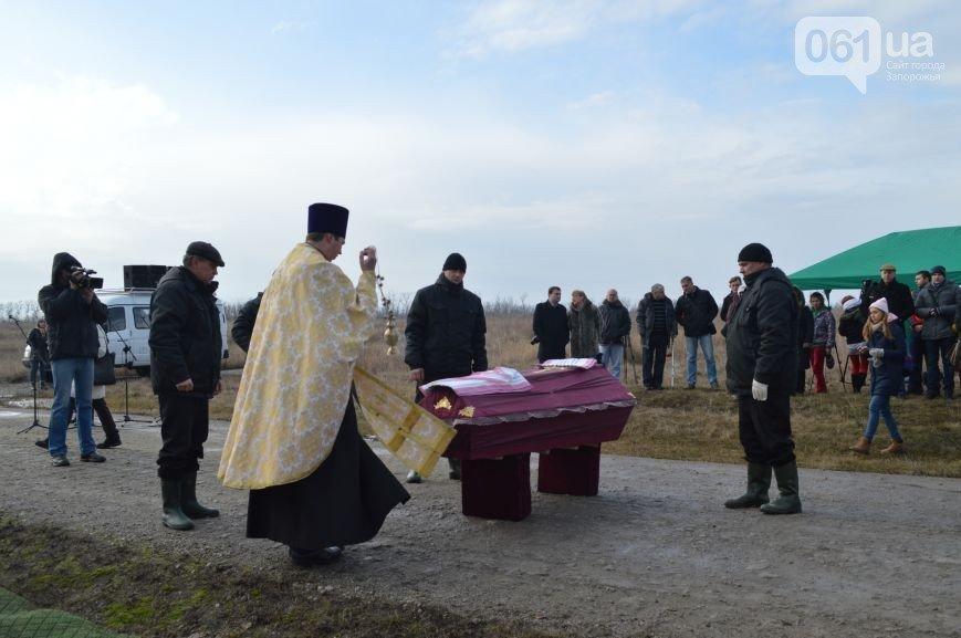 Последний из солдат, погибших под Иловайском, похоронен на Кушугумском кладбище (фото) - фото 7