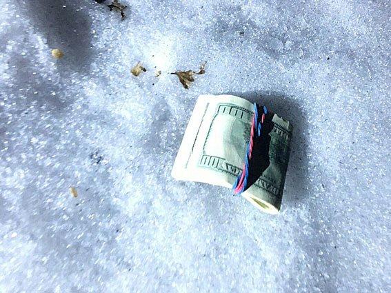 Замдиректора днепропетровского предприятия попался на взятке в 2500 долларов (фото) - фото 1