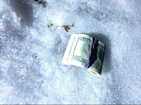 Днепропетровский коммунальщик попался на взятке в 8 тыс. долларов (ФОТО) (фото) - фото 3