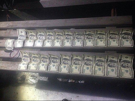 Днепропетровский коммунальщик попался на взятке в 8 тыс. долларов (ФОТО) (фото) - фото 2