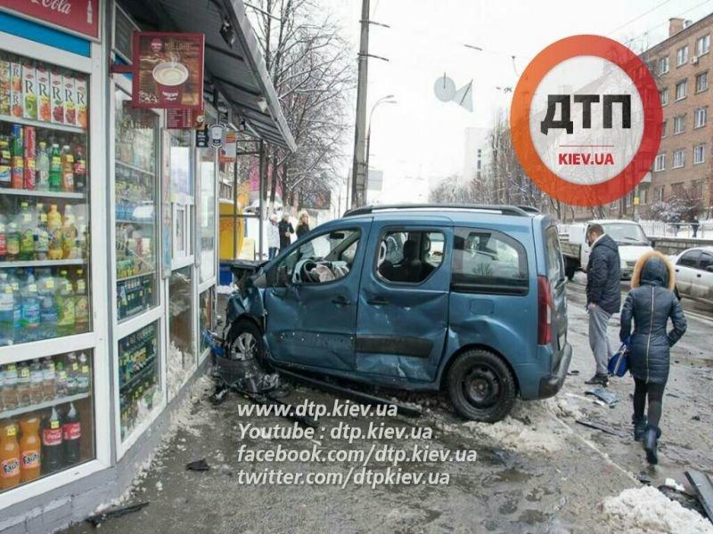 В Киеве сотрудники СБУ стали участниками ДТП (ФОТО) (фото) - фото 1
