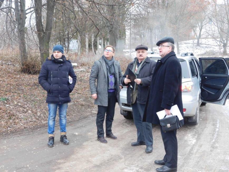 Тернопільські депутати весь день їздили й ходили містом, аналізуючи вулиці, що найбільше потребують ремонту (фото) - фото 1
