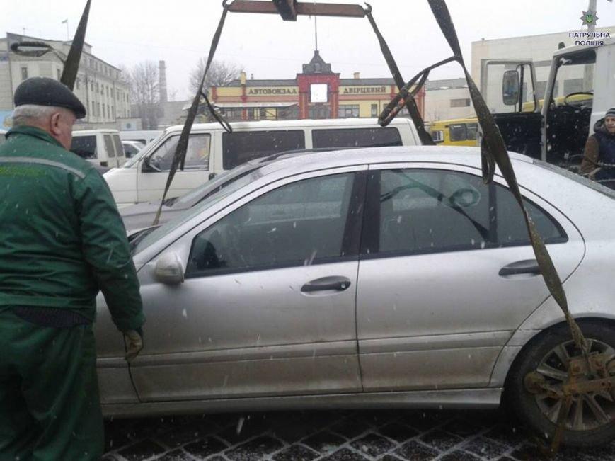 Священик зі Львівщини припаркував свій автомобіль на пішохідному переході (ФОТО), фото-1