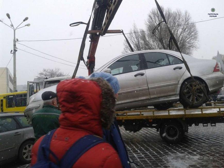 Священик зі Львівщини припаркував свій автомобіль на пішохідному переході (ФОТО), фото-2
