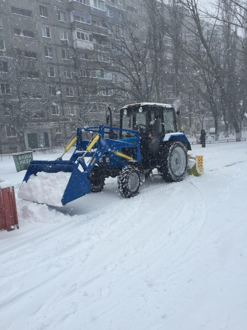 В Николаеве на уборку снега в Корабельном районе вышло 13 единиц техники (ФОТО) (фото) - фото 2