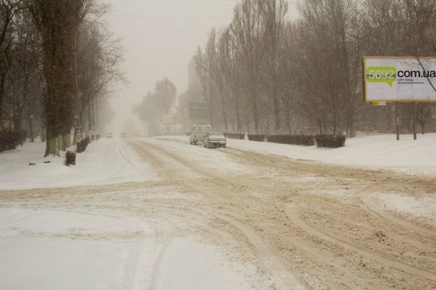 Днепродзержинск заметает снегом (фото) - фото 3