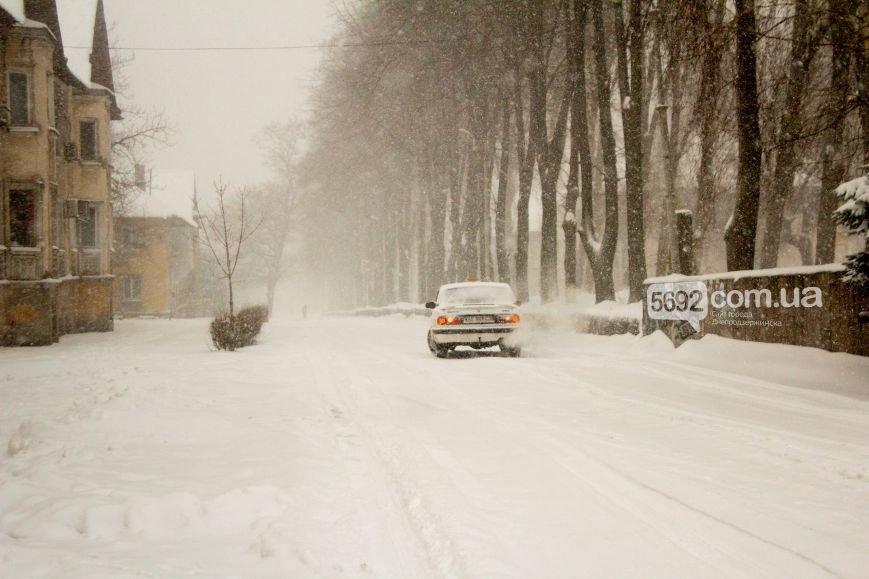 Днепродзержинск заметает снегом (фото) - фото 2
