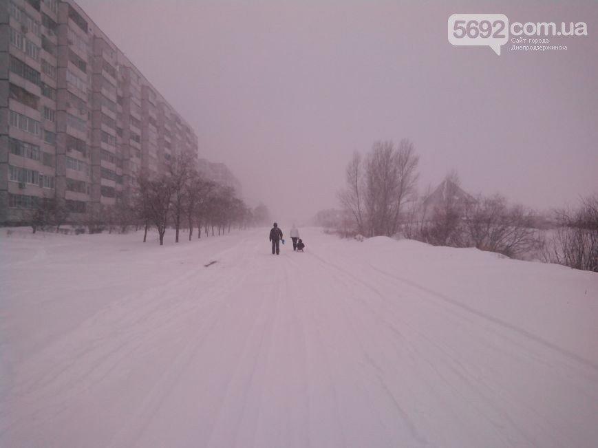 Днепродзержинск заметает снегом (фото) - фото 6