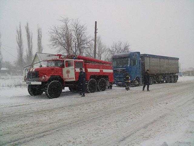 На Николаевщине спасатели вытащили из сугробов 28 автомобилей (ФОТО) (фото) - фото 3