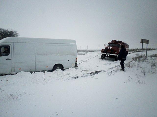 На Николаевщине спасатели вытащили из сугробов 28 автомобилей (ФОТО) (фото) - фото 6