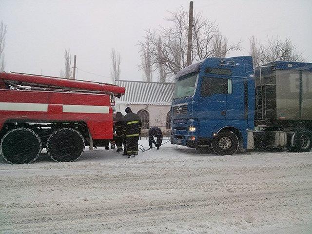 На Николаевщине спасатели вытащили из сугробов 28 автомобилей (ФОТО) (фото) - фото 7