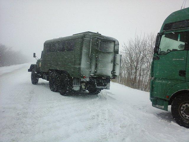 На Николаевщине спасатели вытащили из сугробов 28 автомобилей (ФОТО) (фото) - фото 9