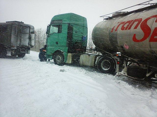 На Николаевщине спасатели вытащили из сугробов 28 автомобилей (ФОТО) (фото) - фото 4