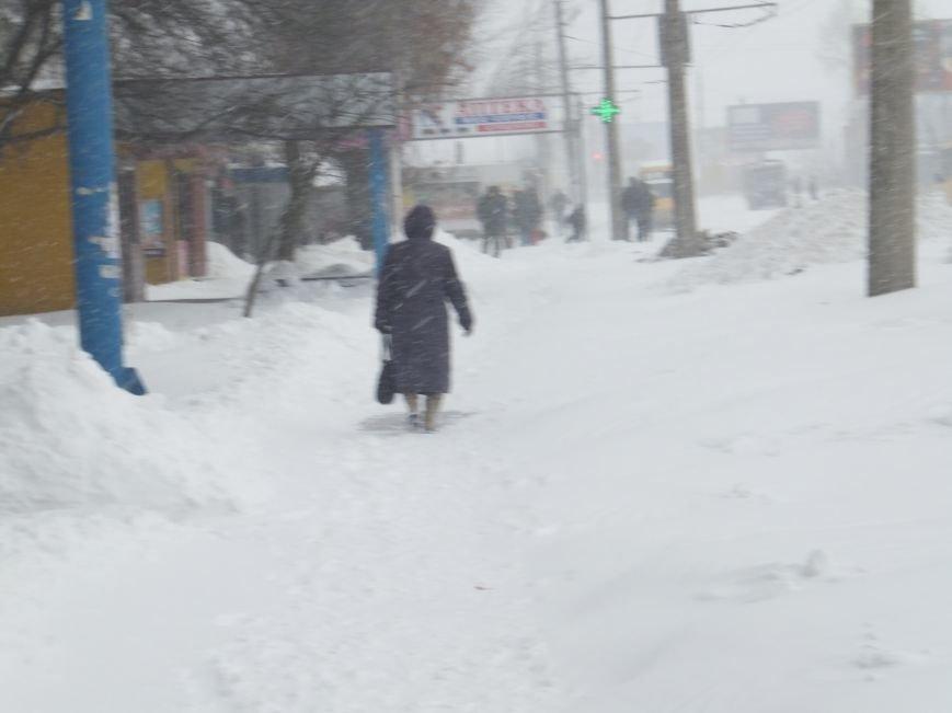 Кировоград продолжает засыпать снегом. ФОТО, ВИДЕО (фото) - фото 1